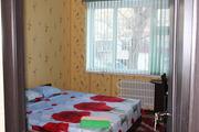 Сдаю  на сутки 3 комнатную кв в 7 микрорайоне 1 этаж!